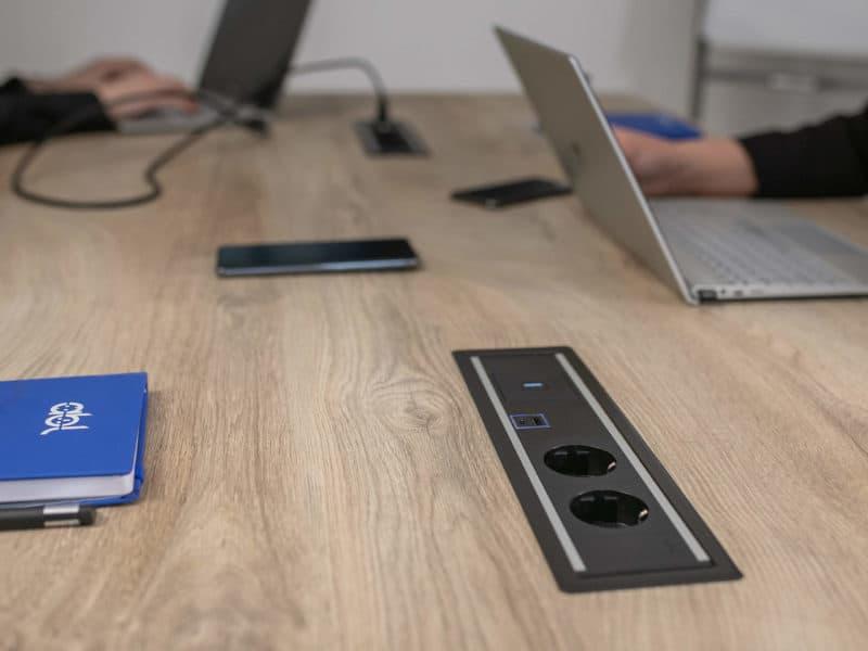 Level In desk Power module